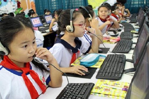 Các em học sinh được tiếp xúc với tin học sớm hơn