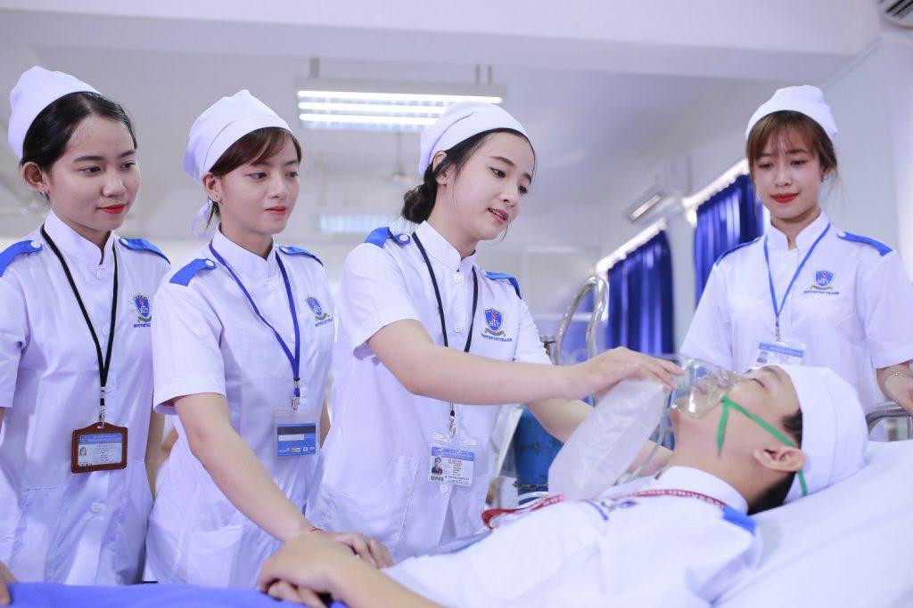 Có nên học Cao đẳng y dược TPHCM ngành Điều dưỡng hay không?